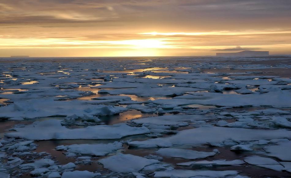 Alle Wassermassen rund um Antarktika und begrenzt im Norden durch die Konvergenzlinie werden zum Südpolarmeer gezählt. Hier finden sich Pinguine, Wale, Krill und Eisberge. Bild: Michael Wenger
