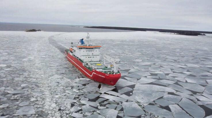 Das südafrikanische Forschungsschiff S.A. Agulhas II wird wieder zur Basis des Suchtrupps. (Bild: