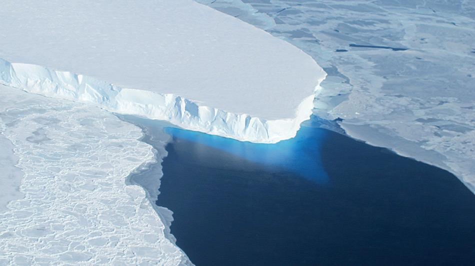 Die Gletscher in der Westantarktis sind beinahe ausnahmslos zurückgegangen aufgrund der Erwärmung. Die Mechanismen dafür sind aber erst jetzt beleuchtet worden. © NASA