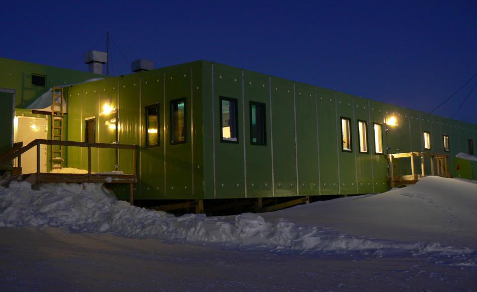 Im Winter während der Dunkelheit der Polarnacht wird Scott Base zum gemütlichen Rückzugsort. (Foto: Katja Riedel)