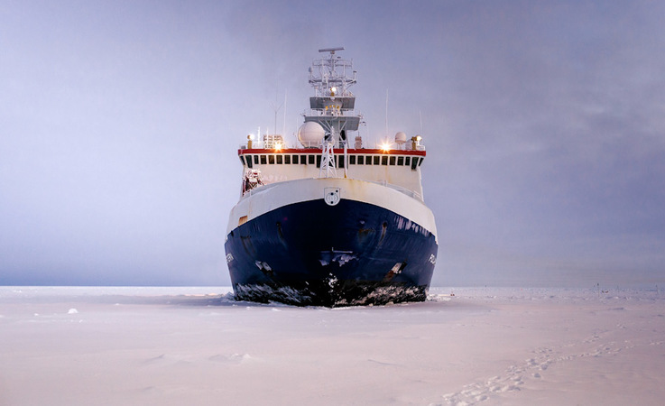 """Die """"Polarstern"""" ist der Forschungseisbrecher im Dienst des Alfred-Wegener-Instituts (AWI) und"""