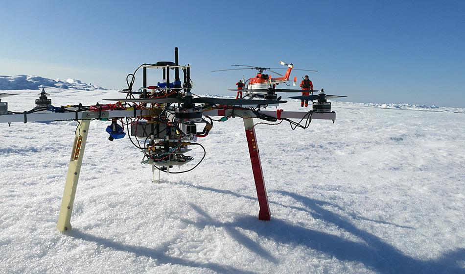 Ein Multikopter kurz vor dem Start zu einem Testflug. AWI, Tobias Mikschl