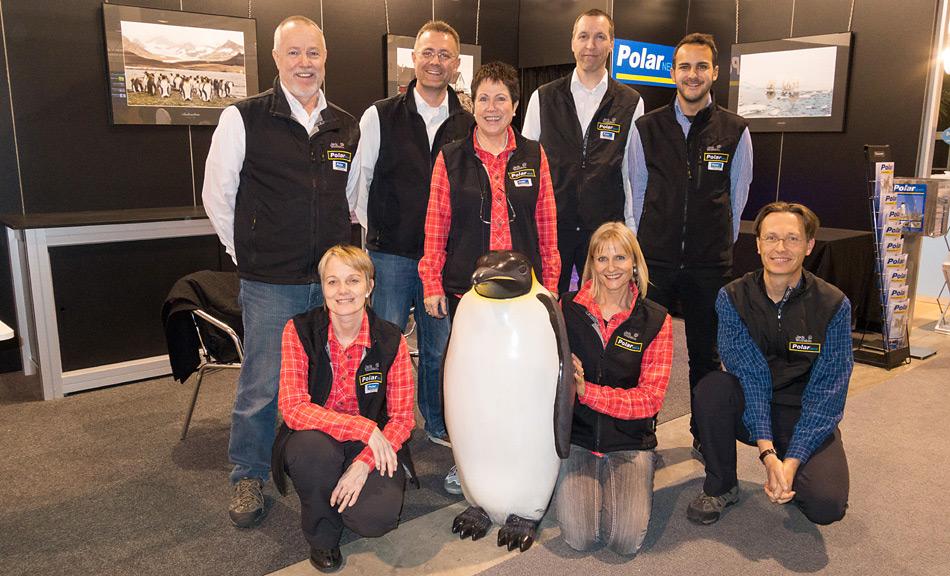 Das PolarNEWS-Team an der FESPO in Zürich, v.l.n.r. Heiner Kubny, Dr. Michael Wenger, Rosamaria Kubny, Stefan Gerber, Panos Alpis, kniend Vreni Gerber, Priska Abbühl, Dr. Ruedi Abbühl.